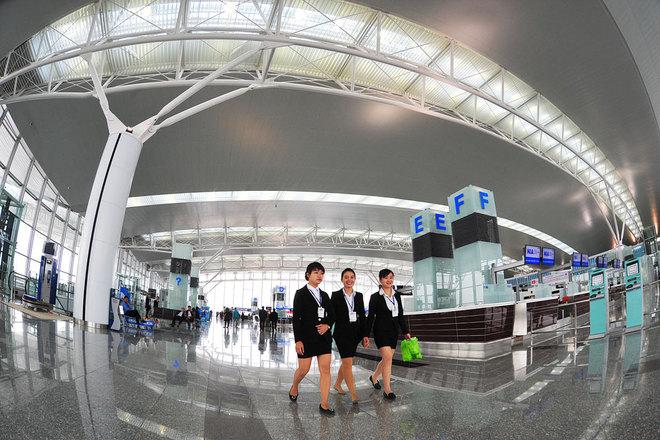 Sân bay lớn nhất Việt Nam chính thức hoạt động sau 3 năm xây dựng